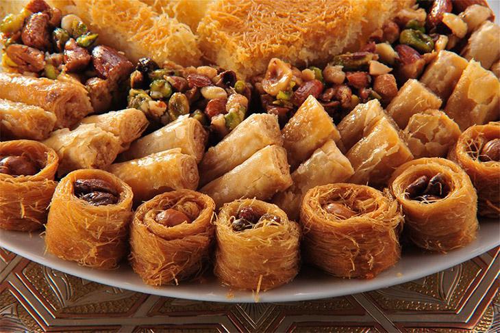 صورة حلويات منال العالم , تعرف على حلويات جديدة لمنال العالم