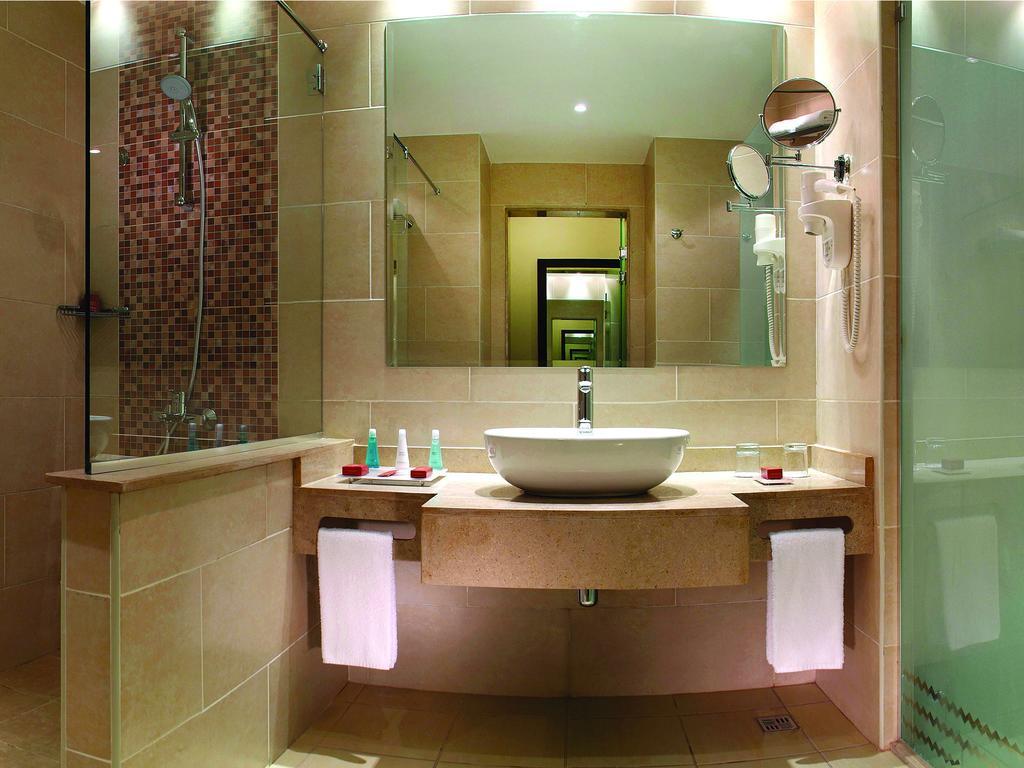 بالصور حمامات فنادق , شاهد بالصور افخم حمامات الفنادق 400 10