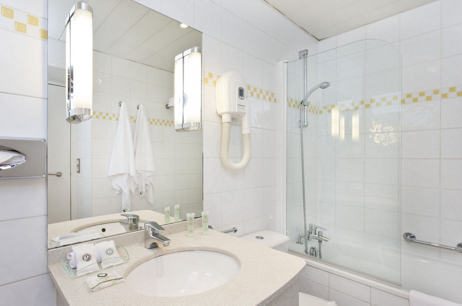 بالصور حمامات فنادق , شاهد بالصور افخم حمامات الفنادق 400 12