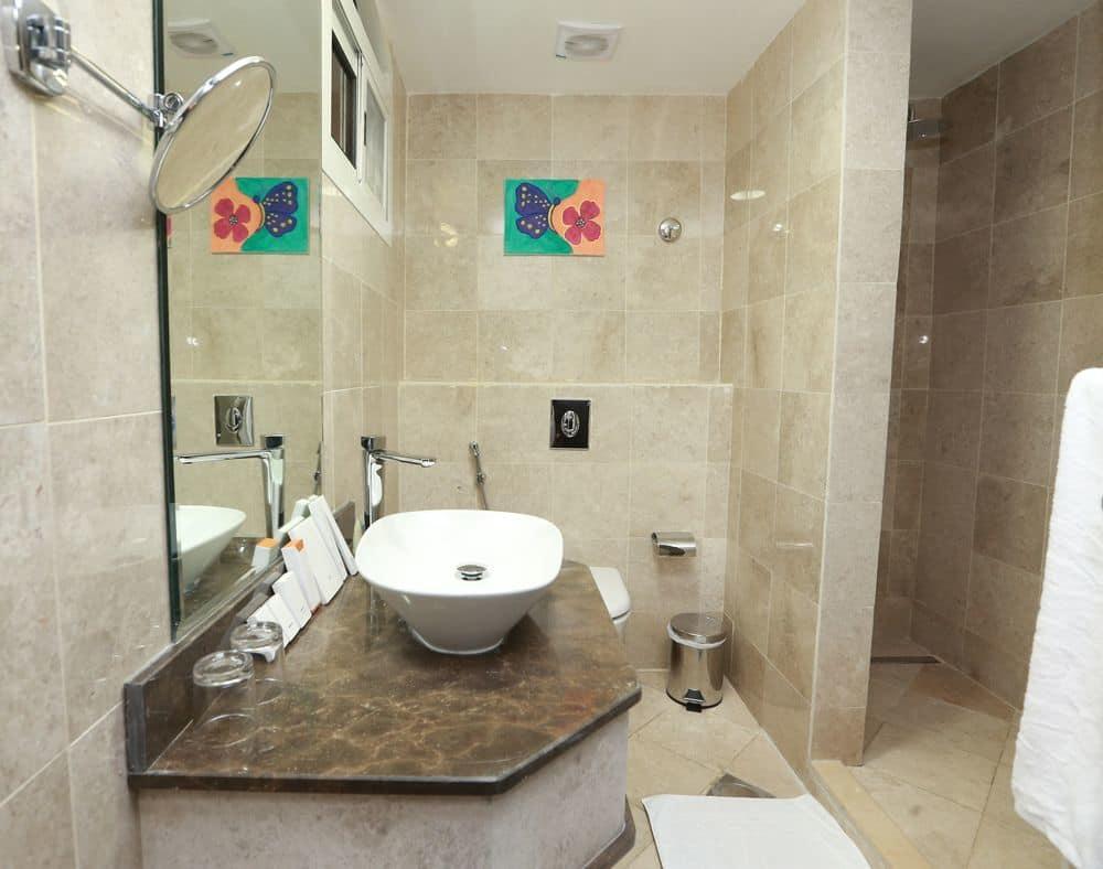 بالصور حمامات فنادق , شاهد بالصور افخم حمامات الفنادق 400 3