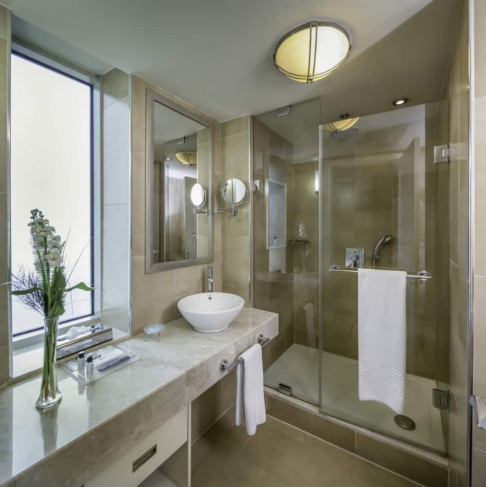 بالصور حمامات فنادق , شاهد بالصور افخم حمامات الفنادق 400 5
