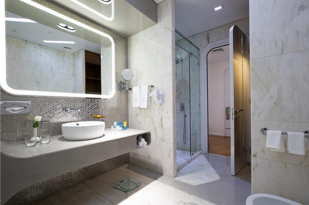 بالصور حمامات فنادق , شاهد بالصور افخم حمامات الفنادق 400 6