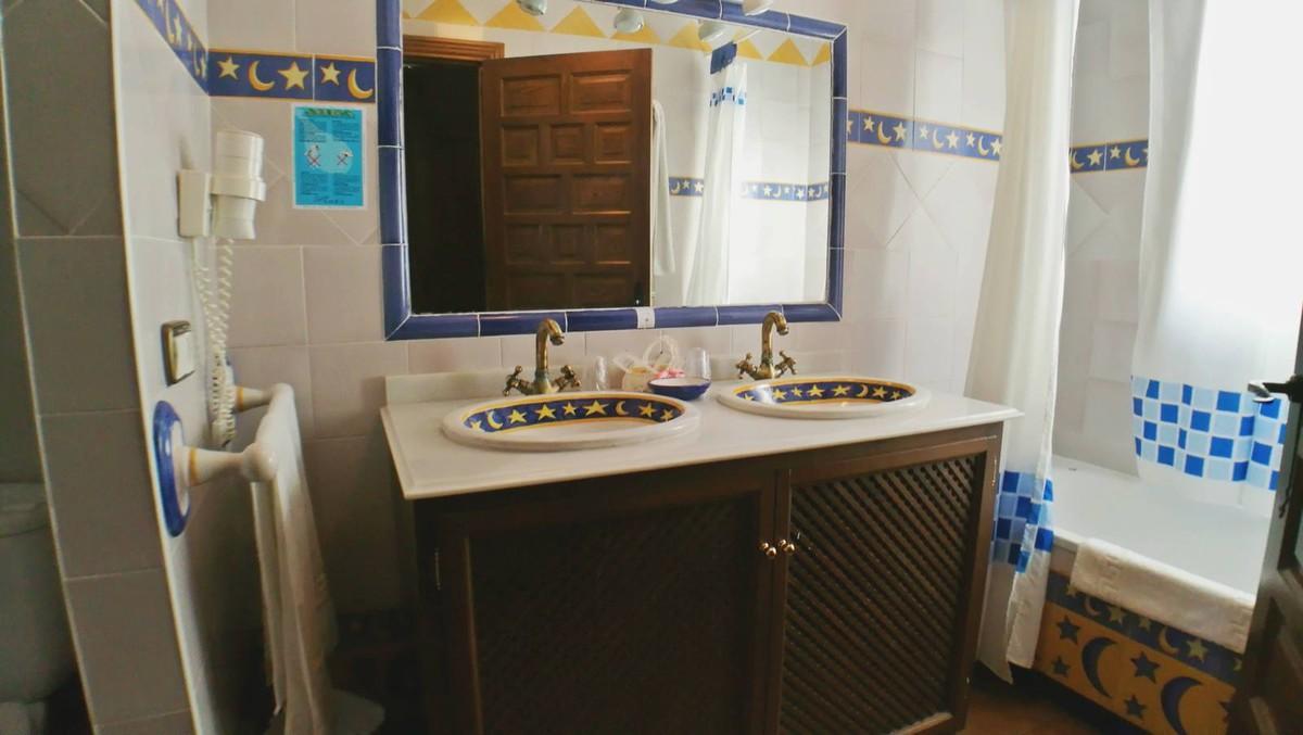 بالصور حمامات فنادق , شاهد بالصور افخم حمامات الفنادق 400 9
