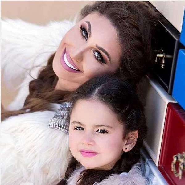 بالصور صور بنت وامها , شاهد اجمل الصور التى تجمع بين الام وصغيرتها 472 6