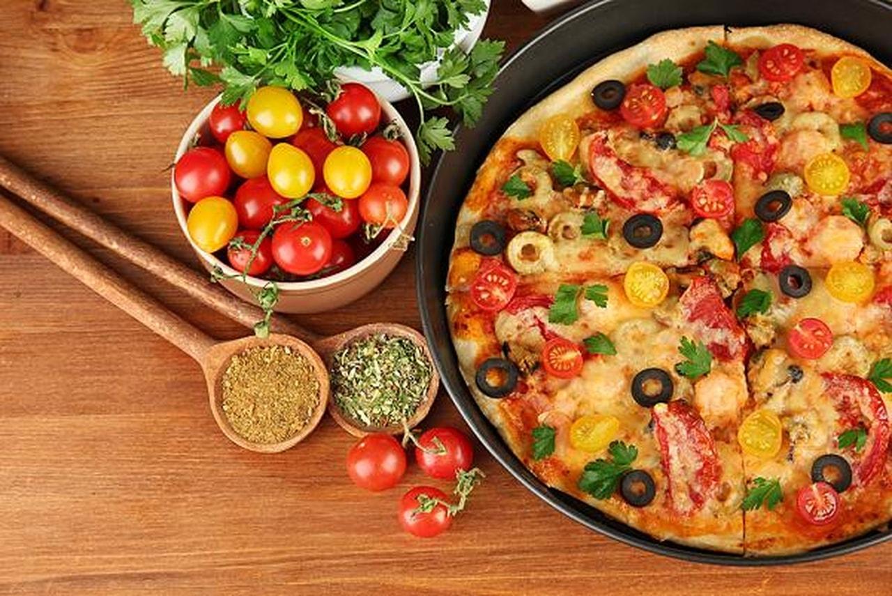 صور كيفية تحضير البيتزا , اسهل طريقه لعمل البيتزا الشهيه