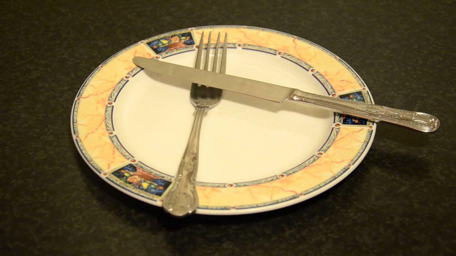 بالصور اتيكيت الشوكة والسكين , تعرف على طرق اتيكيت الشوكة والسكين 1773 2