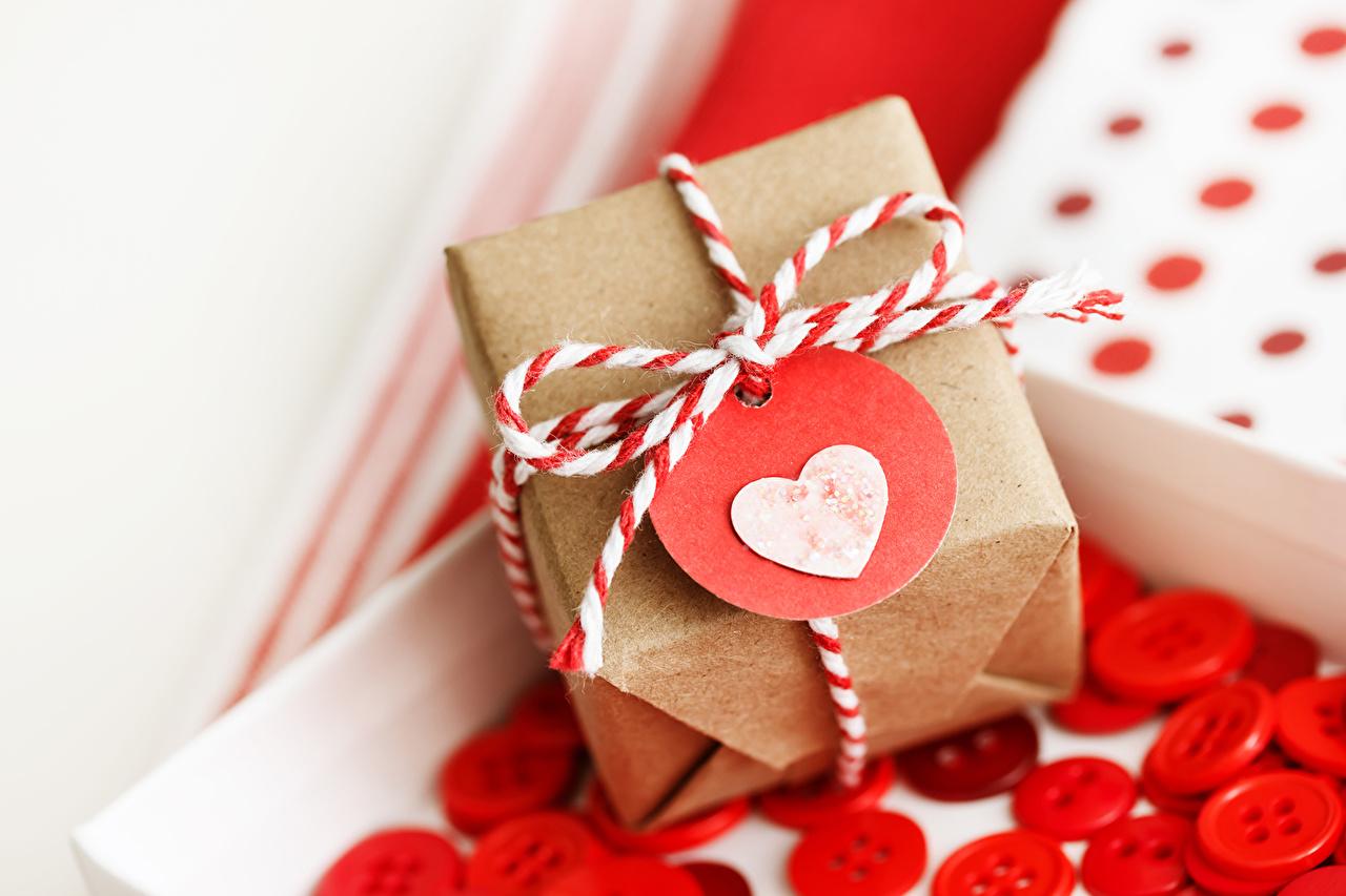 بالصور صور لعيد الحب , قبلات حمراء ومواعيد غرامية ابرز مشاهد الفلانتين 1819 11