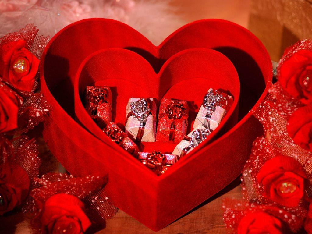 بالصور صور لعيد الحب , قبلات حمراء ومواعيد غرامية ابرز مشاهد الفلانتين 1819 13