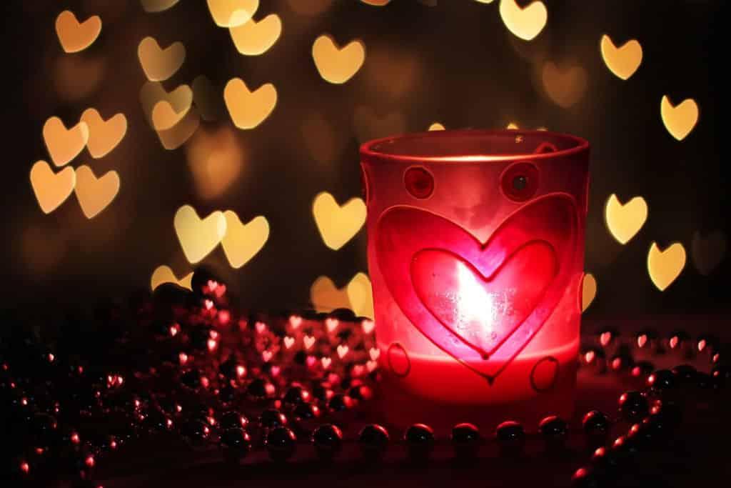 بالصور صور لعيد الحب , قبلات حمراء ومواعيد غرامية ابرز مشاهد الفلانتين 1819 6