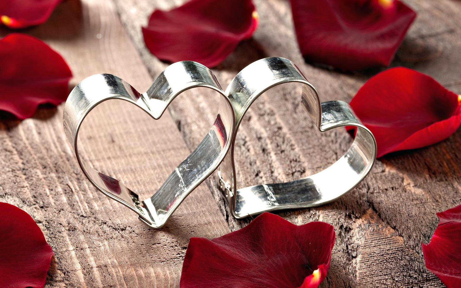 بالصور صور لعيد الحب , قبلات حمراء ومواعيد غرامية ابرز مشاهد الفلانتين 1819 9