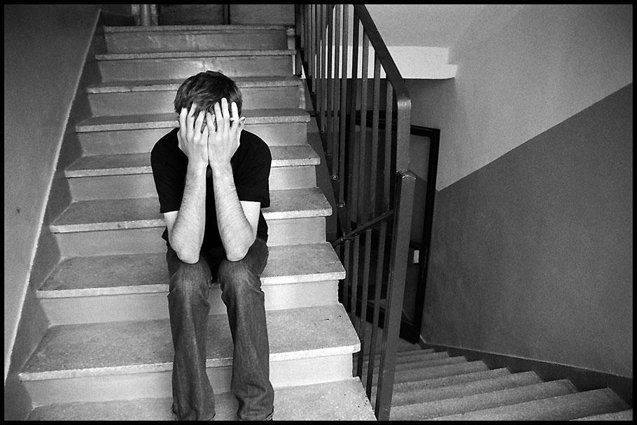 بالصور صور شباب حزينه , شوفوا ليش كل هالحزن والهم اللى بهالصور للشباب 1848 7