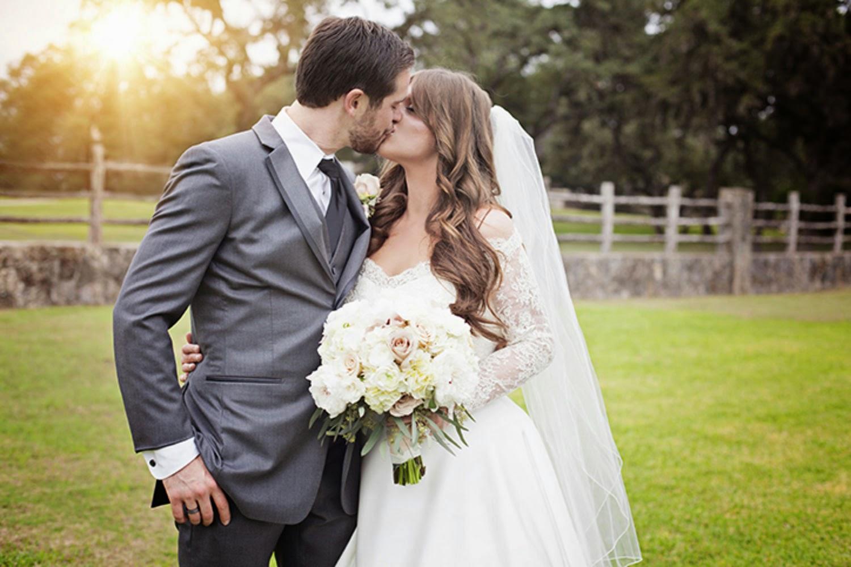 بالصور صور عروس وعريس , من اجل الذكريات يلتقط العرسان صور كشخة 1896 13
