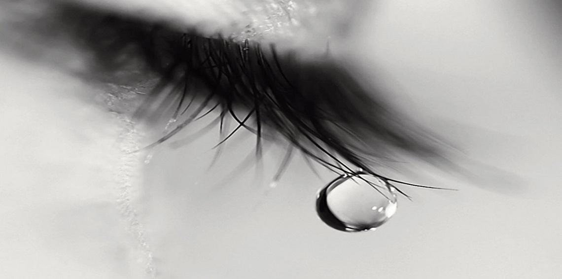 صوره صور عيون تبكي , البكاء احدى لغات العيون