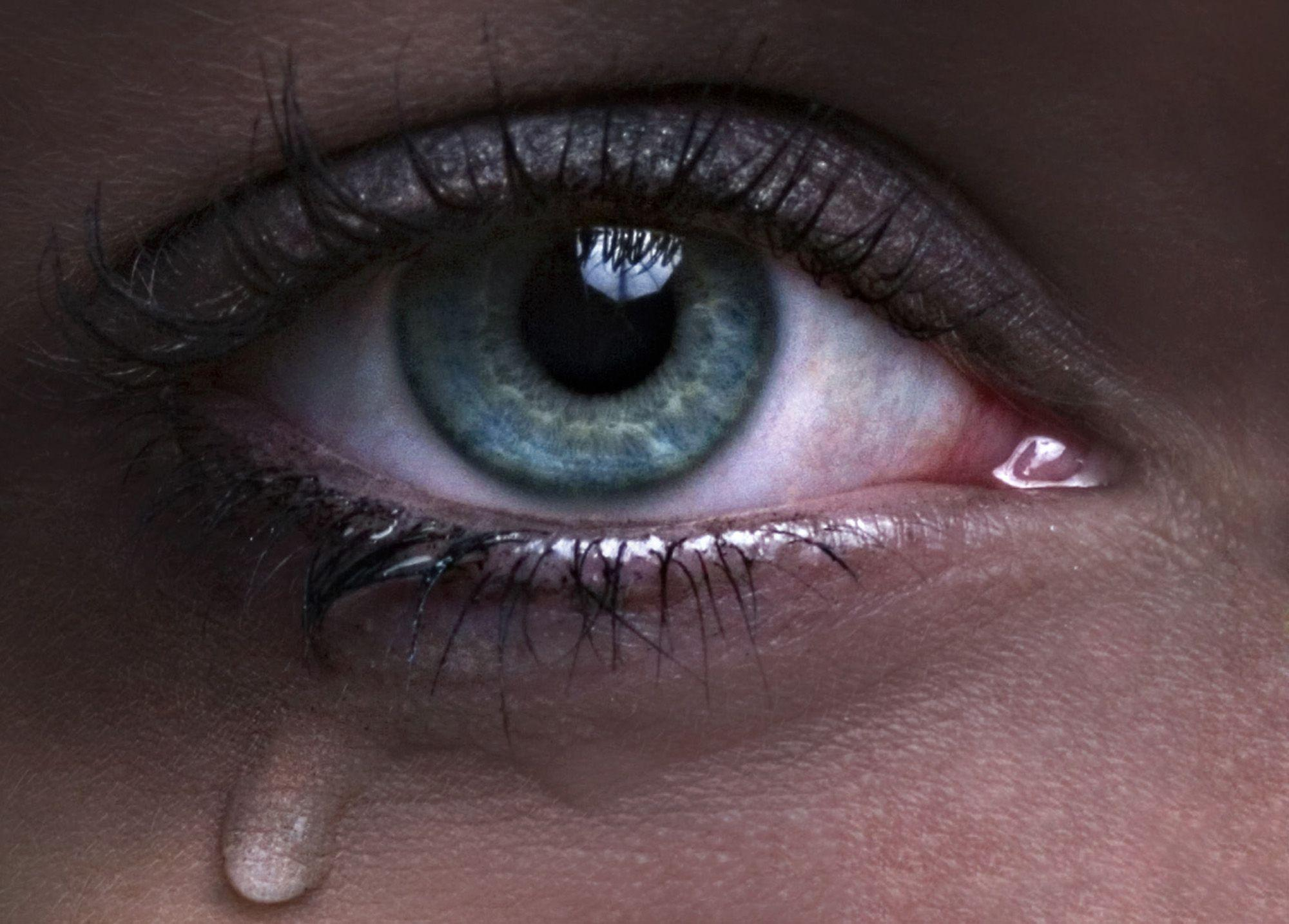 صورة صور عيون تبكي , البكاء احدى لغات العيون 2052 2