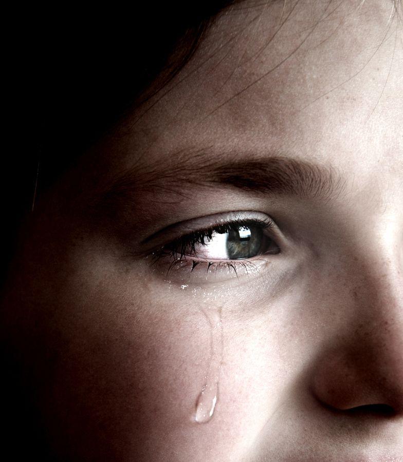 صورة صور عيون تبكي , البكاء احدى لغات العيون 2052 4