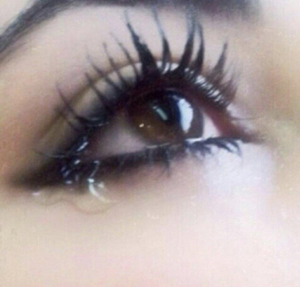 صورة صور عيون تبكي , البكاء احدى لغات العيون 2052 7