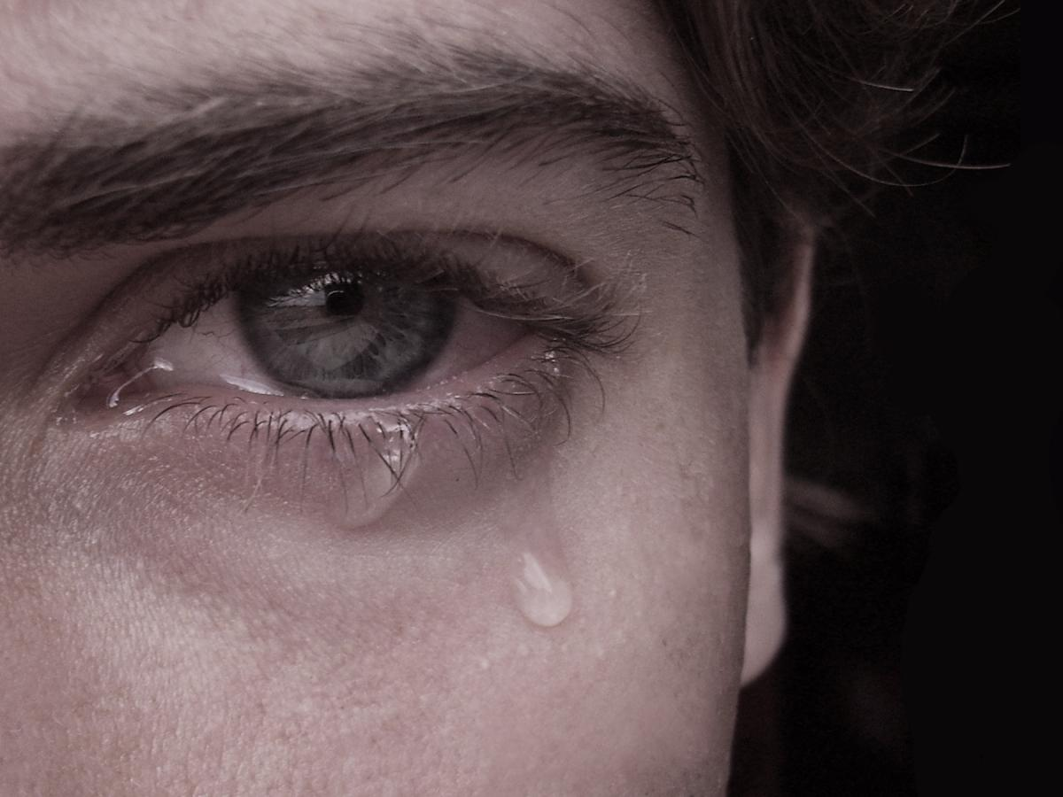 بالصور صور عيون تبكي , البكاء احدى لغات العيون 2052 9