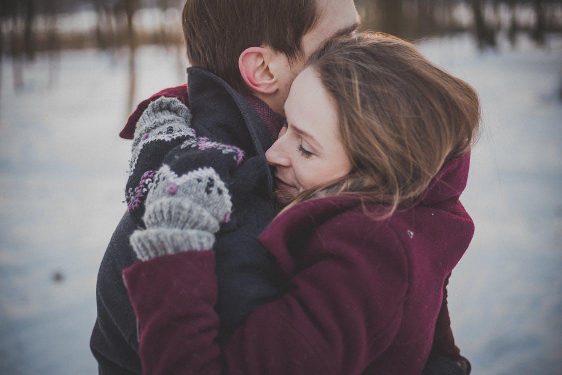 بالصور احضان حب , اجمل الاحضان الرومانسية البريئه