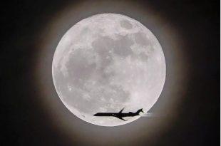 صورة صور عن القمر , قمر منور بجماله في السما