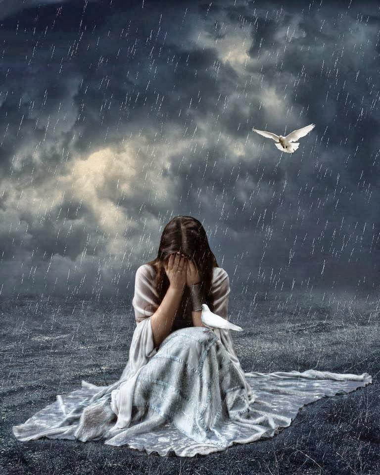 فتاة حزينه تحت الامطار