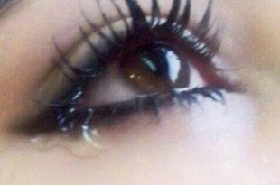 صورة نزول دموع من العين , بكاء العين بغزارة