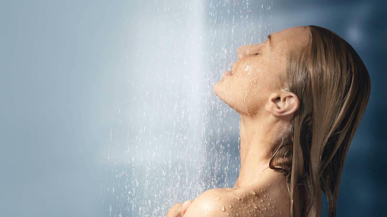 صورة تفسير حلم الاستحمام ,تعرف على انواع الغسل فى المنام