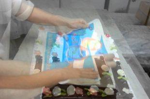 صورة كيف تطبع الصور على الكيك , طريقة طباعة الصور على الكيك