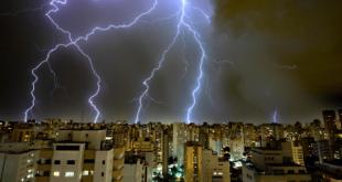 كيف يحدث البرق , عجائب عن حدوث البرق